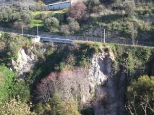 Il versante all'entrata di Drapia