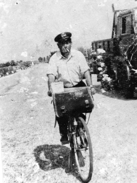 Il postino con la bicicletta