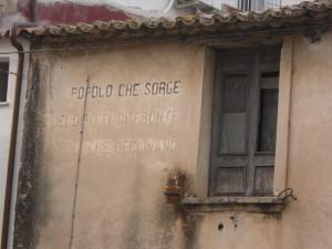 le scritte di Mussolini